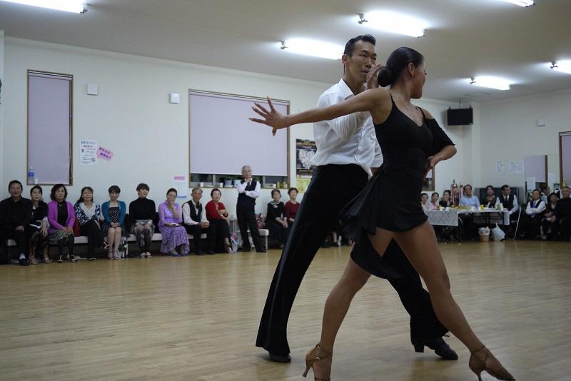 福島県・ダンススクール カバザクラは適度な堅さもあり、ダンススクールのようなある程度耐久性が求められる場所でも性能を十分に発揮出来ます。