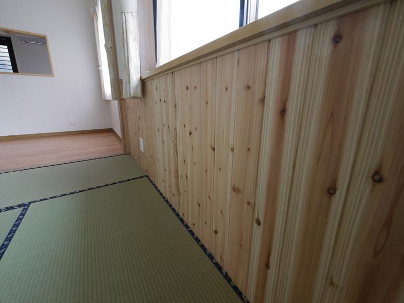 福島県・個人住宅 腰壁と畳という和室の定番の組み合わせ。思わずゴロゴロお昼寝したくなりますね!