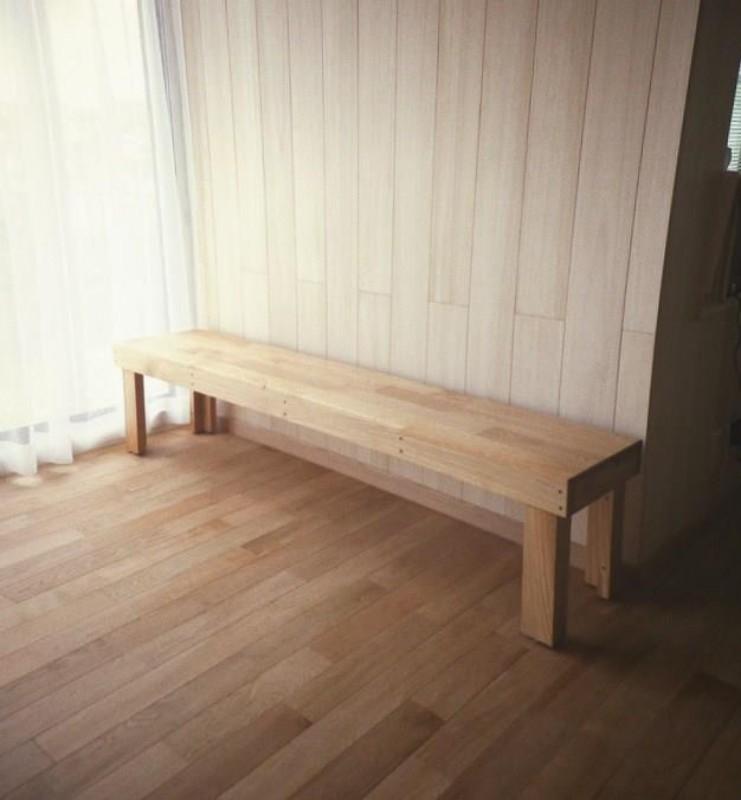 オークの床材と造り付けの座いすとの色合いもよくマッチしています!