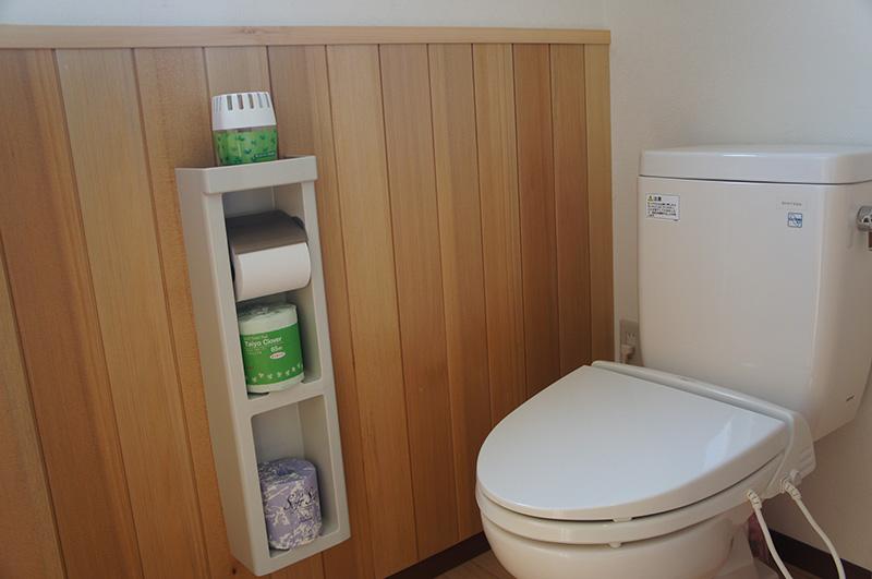 福島県・文教施設 トイレの腰壁に使用しています。落ち着いた空間ですね。