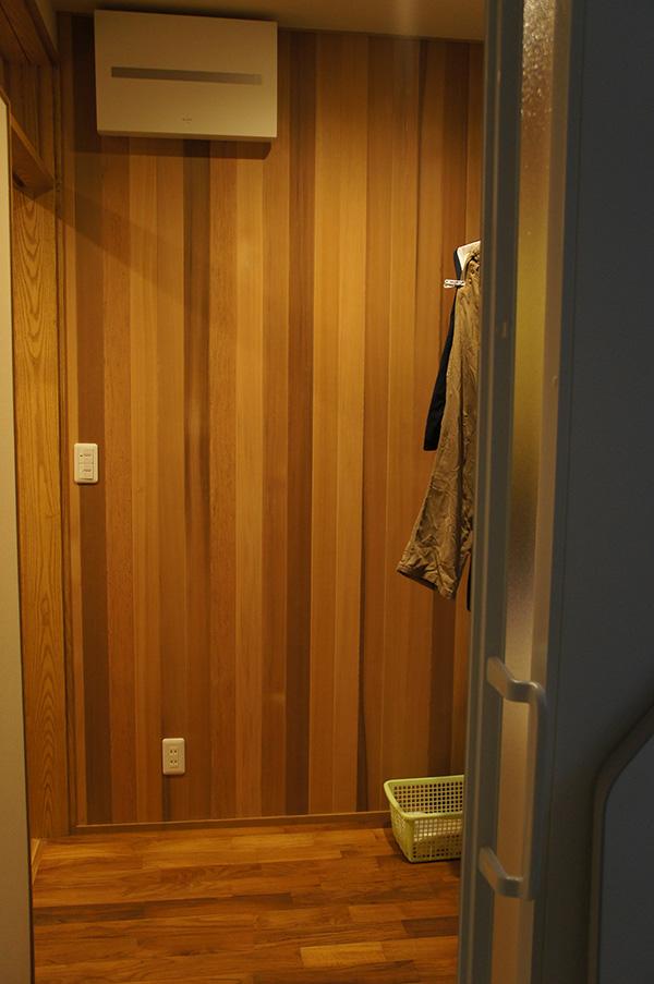 新潟県・個人住宅 A様邸 洗面所の壁面部分にご採用頂きました。