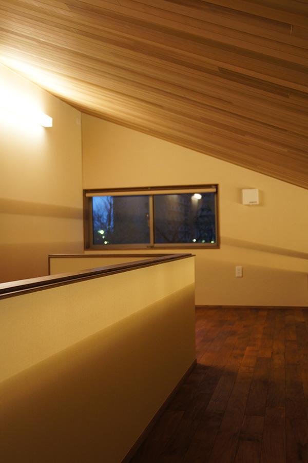 ロフトまでレッドシダーとチークの床材。お施主様の強いこだわりが感じられます。