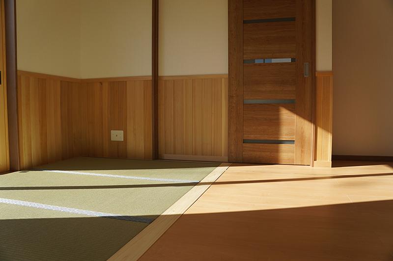 腰壁は和室のしつらえにすんなりと馴染みますね!