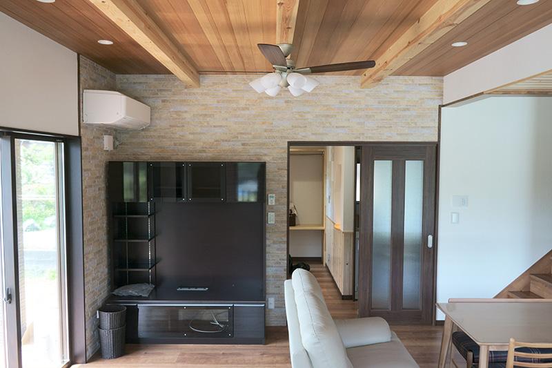 福島県・個人住宅 リビングの天井部分にアガチス羽目板をご採用頂きました!
