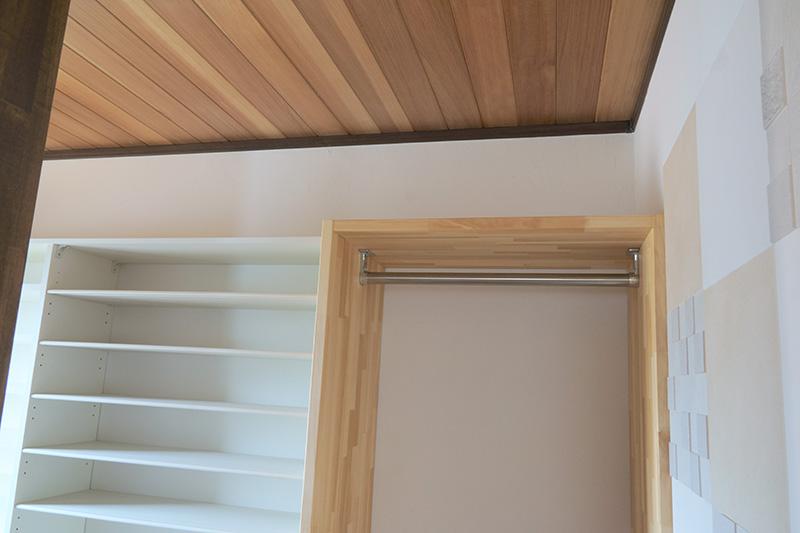 福島県・個人住宅 アガチスの天井板とも色合いがマッチしています!