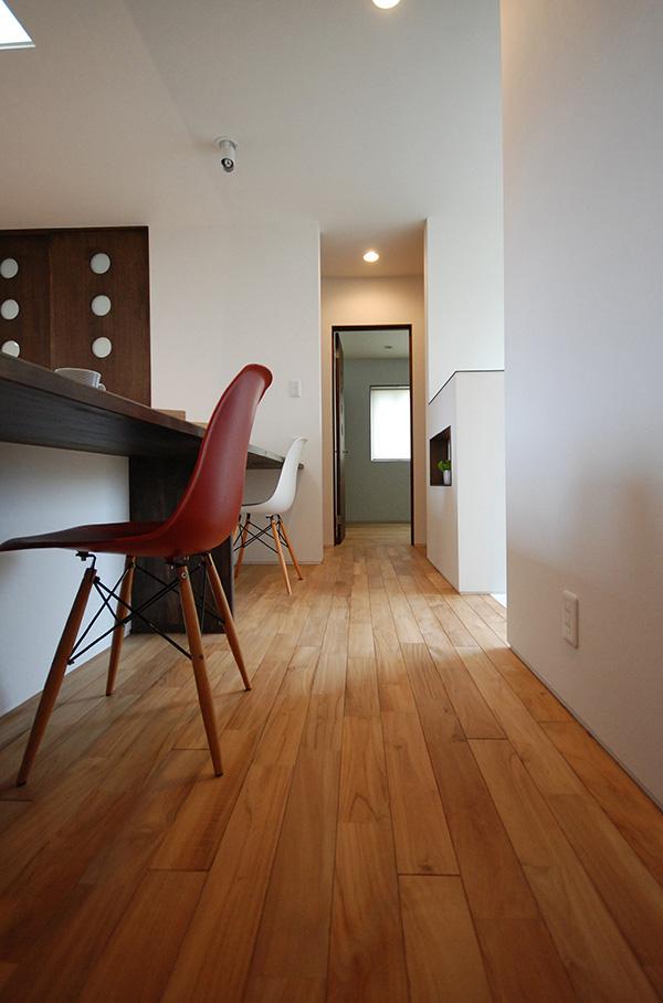 福島県・個人住宅 チェアー、カウンター、建具、そして床材。すべてがおしゃれなオシャレな素材です!