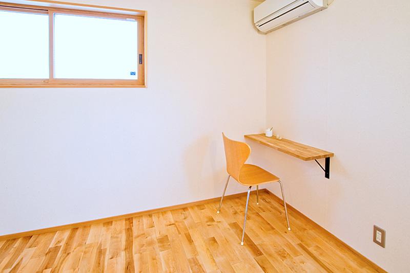 カバザクラの床材と同系色で、ナチュラルテイストな空間ですね!