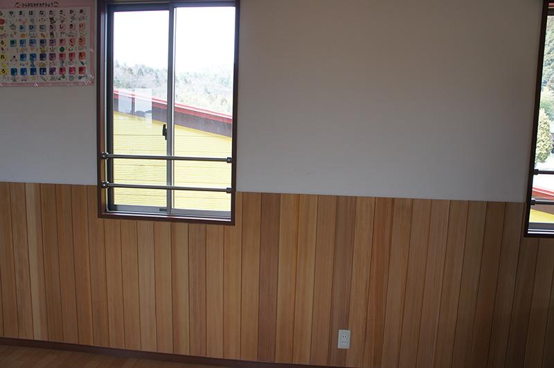 窓の下に腰壁があると、開放的な気分になりますね!