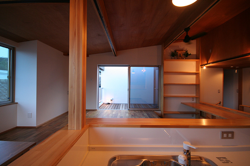 内外装ともふんだんに木材を使用しており、ウッディーな雰囲気ですね!