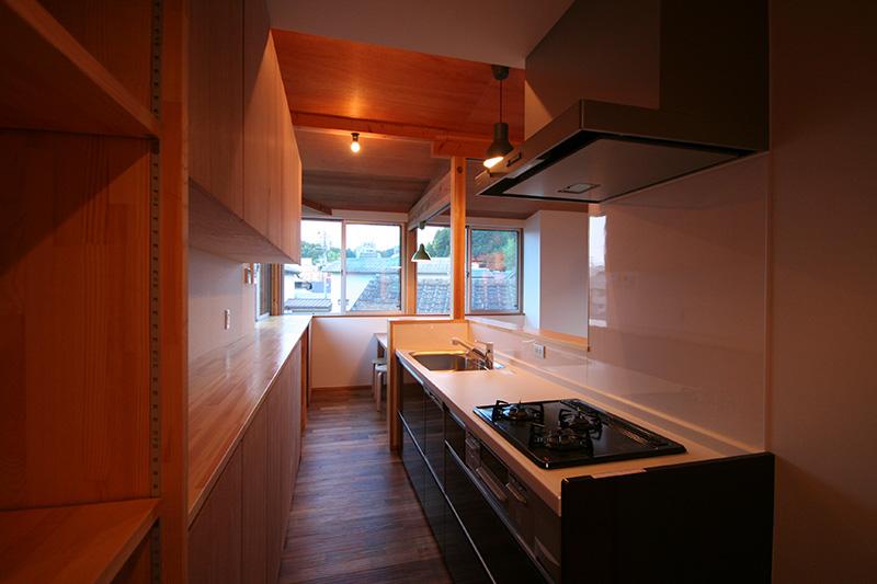 キッチンにもアカシアを使って頂いております。ステキな空間でお料理も楽しめそうですね!