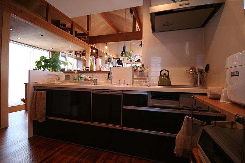 キッチンからロフトを見渡せます。目線動線に配慮した設計ですね!
