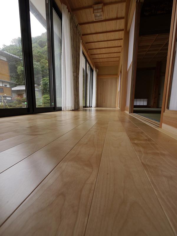 福島県・個人住宅 おだやかな木目に癒しの雰囲気が感じられます。