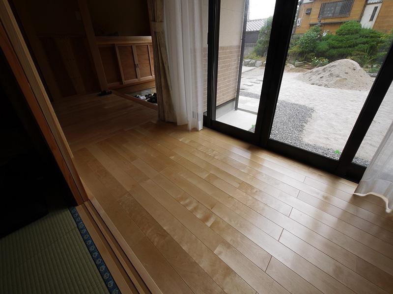 福島県・個人住宅 ウレタン塗装で仕上げていますので、上品な光沢があります。