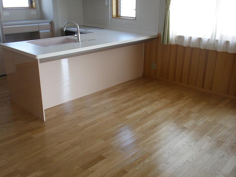 オークの床材とあわせると、ナチュラルテイストな雰囲気になりますね。