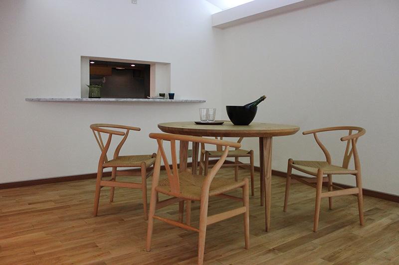 東京都・マンションリノベ オーク材はオシャレな家具とも相性抜群です!