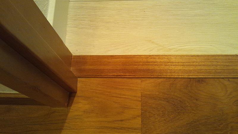 見切りはチークの床材で作成しました!